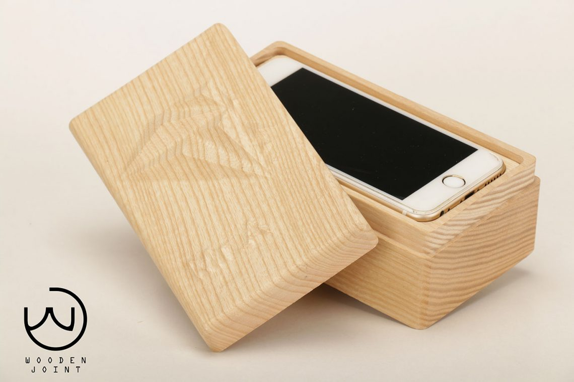 3-iphone wooden box
